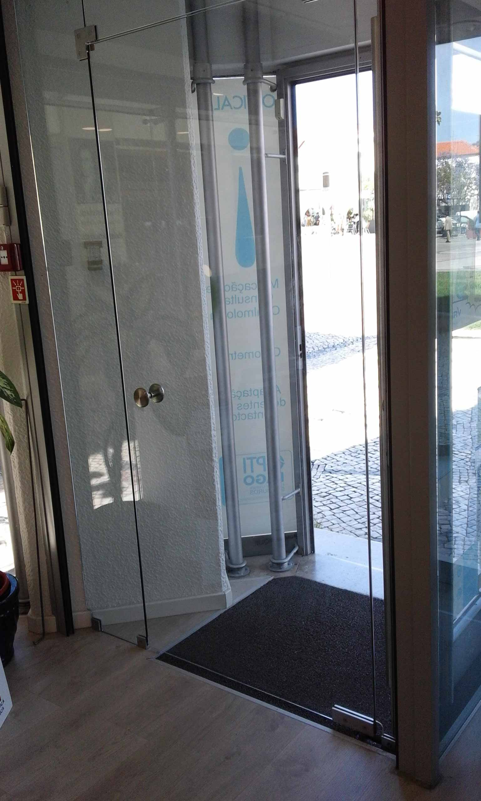 Flexividro portas de exterior - Porta tocca pavimento ...